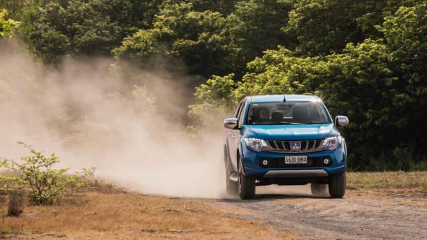 2017 Mitsubishi Triton Exceed Impulse Blue Front End