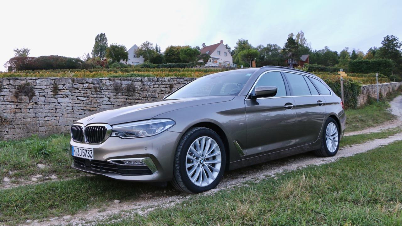 2018 BMW 5 Series Touring Atlas Cedar Front