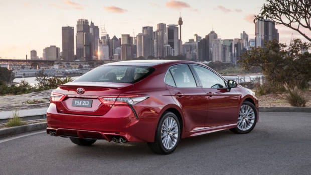 2018 Toyota Camry SL V6 Red Rear End