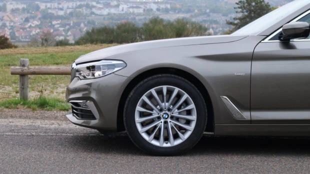 BMW 5 Series Touring 18-inch wheels