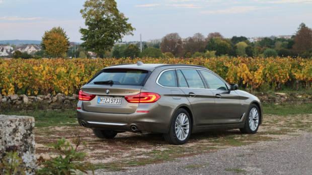 BMW 5 Series Touring Luxury Line Touring Atlas Cedar Front