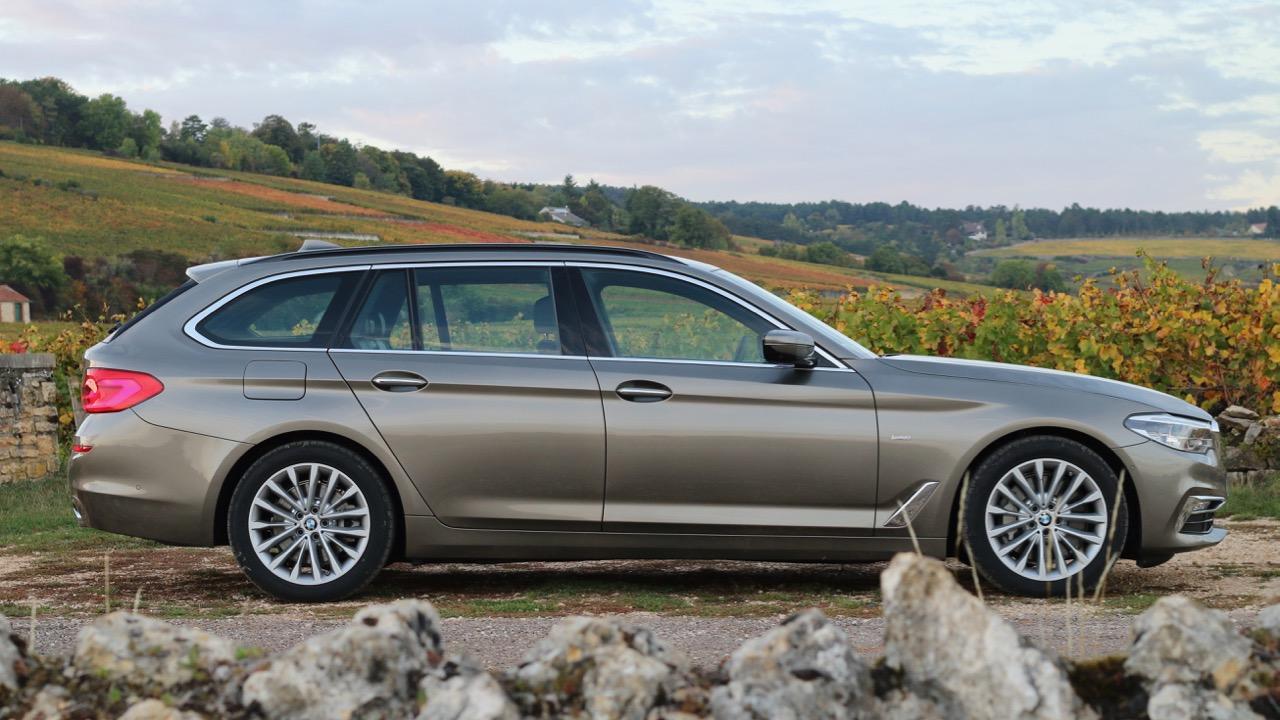 BMW 5 Series Touring Luxury Line Touring Atlas Cedar Side