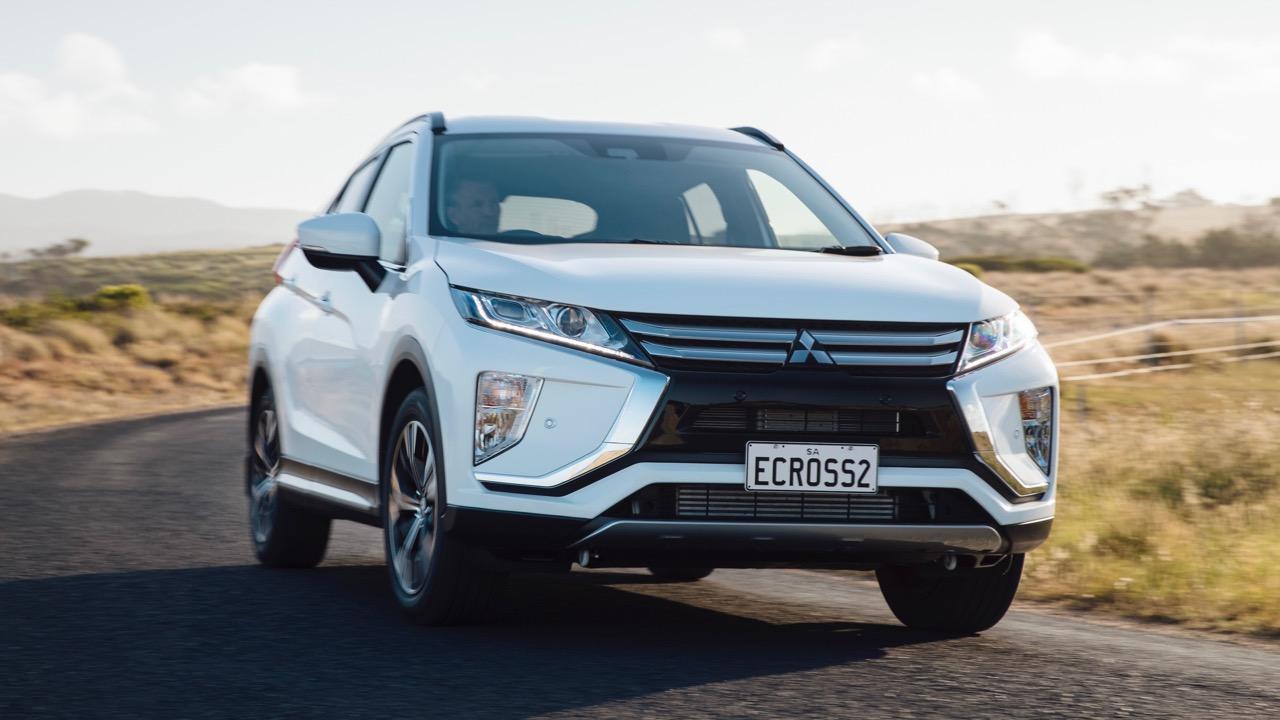 2018 Mitsubishi Eclipse Cross White Front Driving