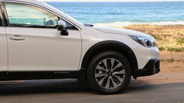 2017 Subaru Outback Premium Diesel Crystal White Wheels