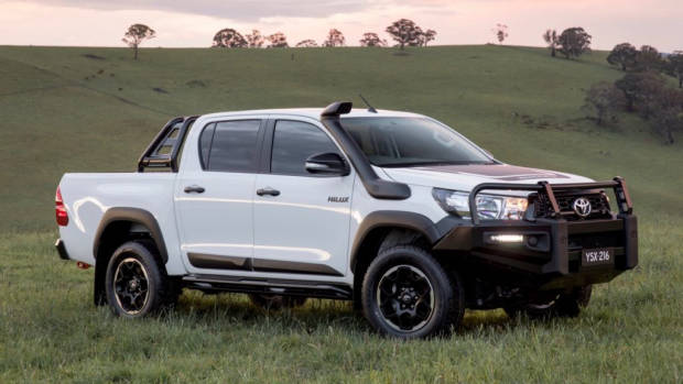 2018 Toyota HiLux Rugged White – Chasing Cars