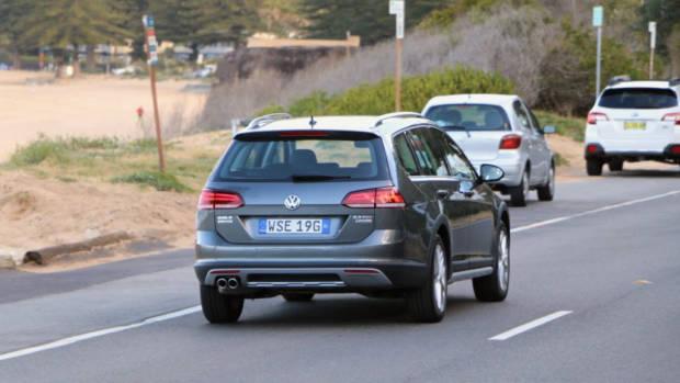 2018 Volkswagen Golf Alltrack Premium Indium Grey Rear End