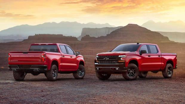2019 Chevrolet Silverado red front + rear