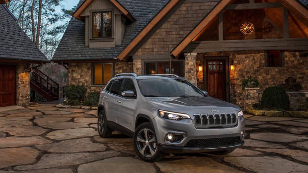 2019 Jeep Cherokee Limited silver front 3/4
