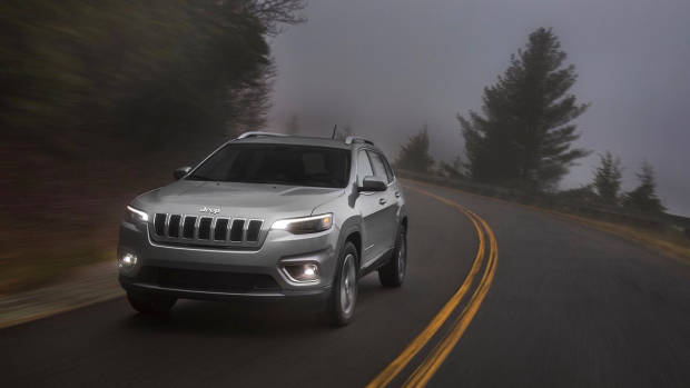 2019 Jeep Cherokee Limited silver front