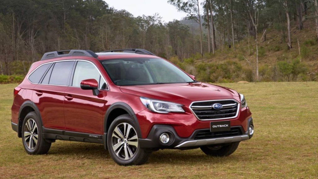 2018 Subaru Outback 2.5i Premium red front 3/4