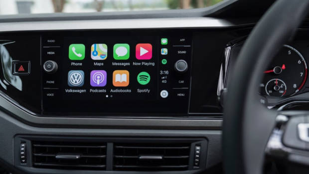 2018 Volkswagen Golf Review 8 inch screen CarPlay