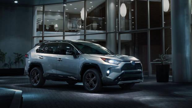 2019 Toyota RAV4 silver front