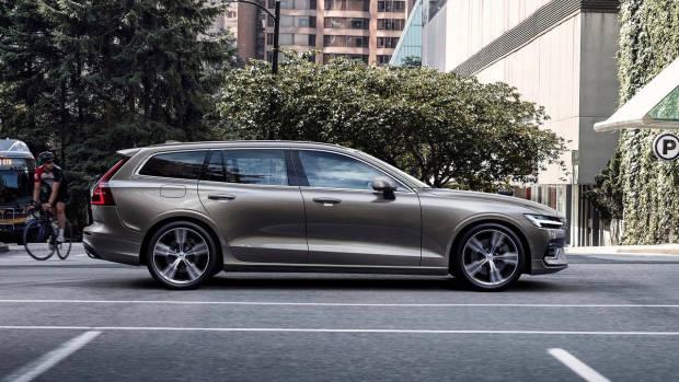 2019 Volvo V60 T6 beige side