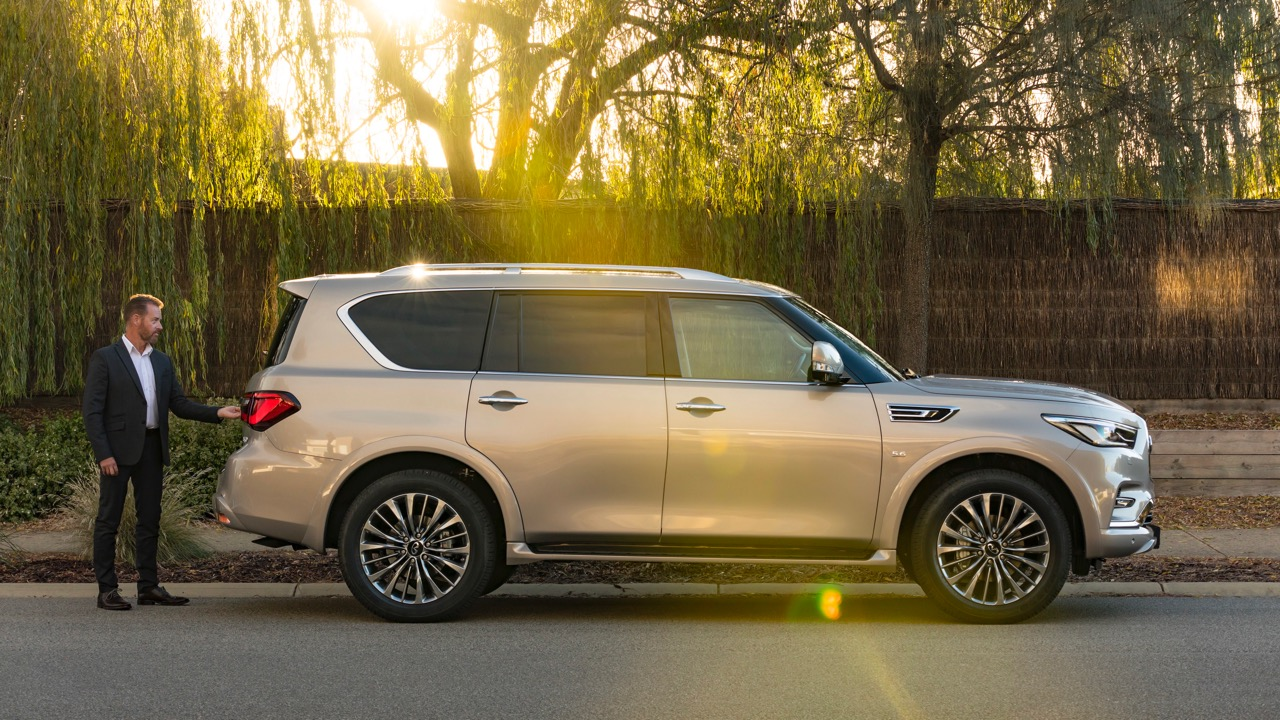 2018 Infiniti QX80 Review Champagne Quartz Profile