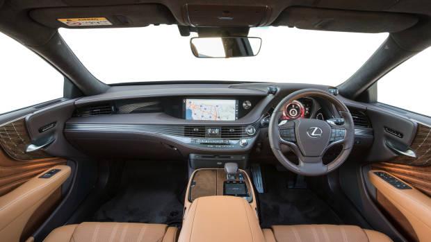 2018 Lexus LS dashboard