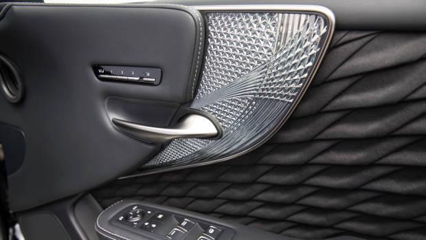 2018 Lexus LS door detail