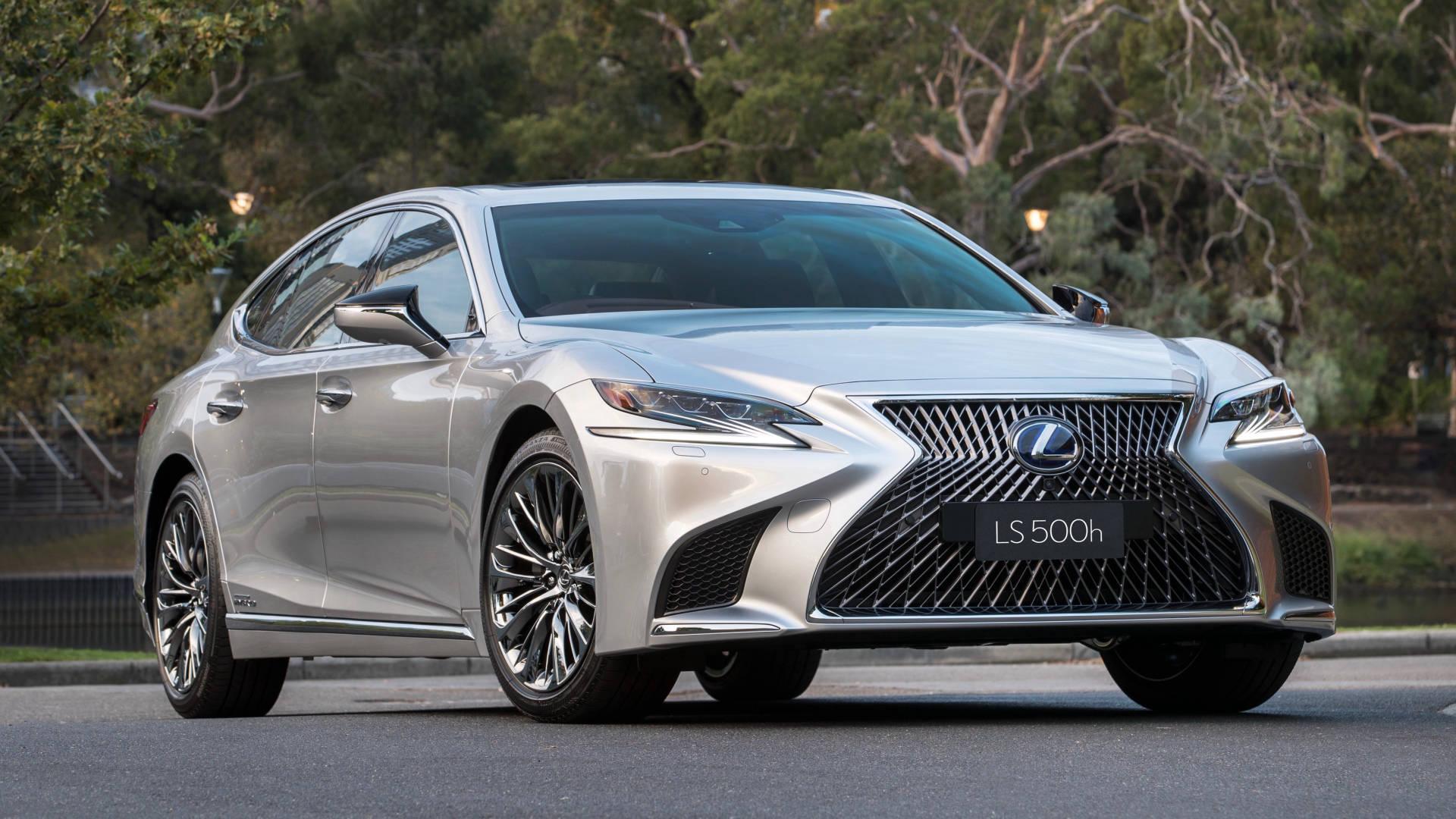 2018 Lexus LS silver front 3/4 parked