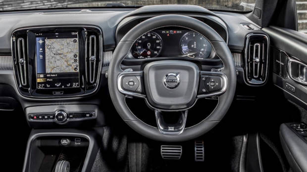 2018 Volvo XC40 dashboard