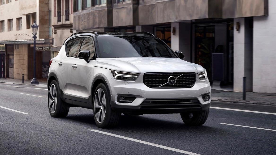 2018 Volvo XC40 white front 3/4