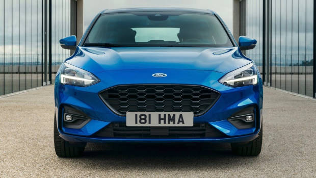 2019 Ford Focus ST-Line blue front