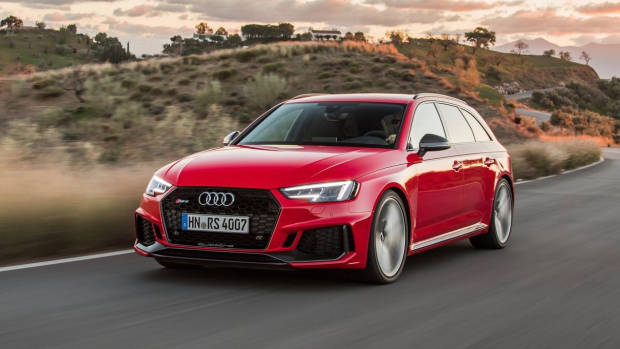 2018 Audi RS4 Avant red front 3/4 moving