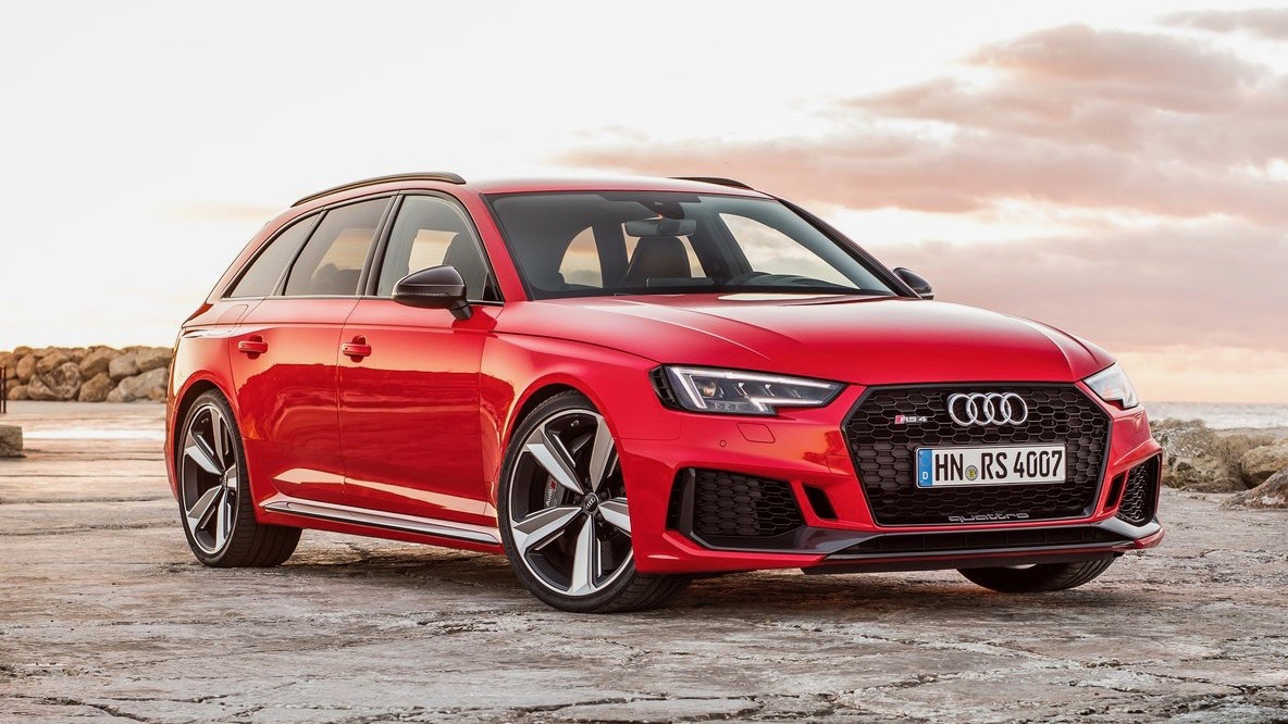 2018 Audi RS4 Avant red front 3/4