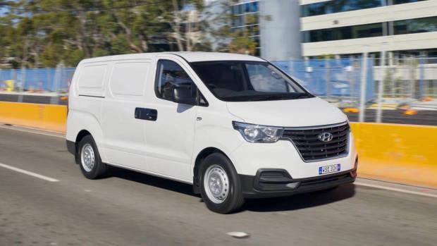 2019 Hyundai iMax iLoad white front