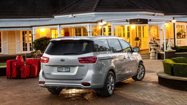 2019 Kia Carnival Platinum silver rear