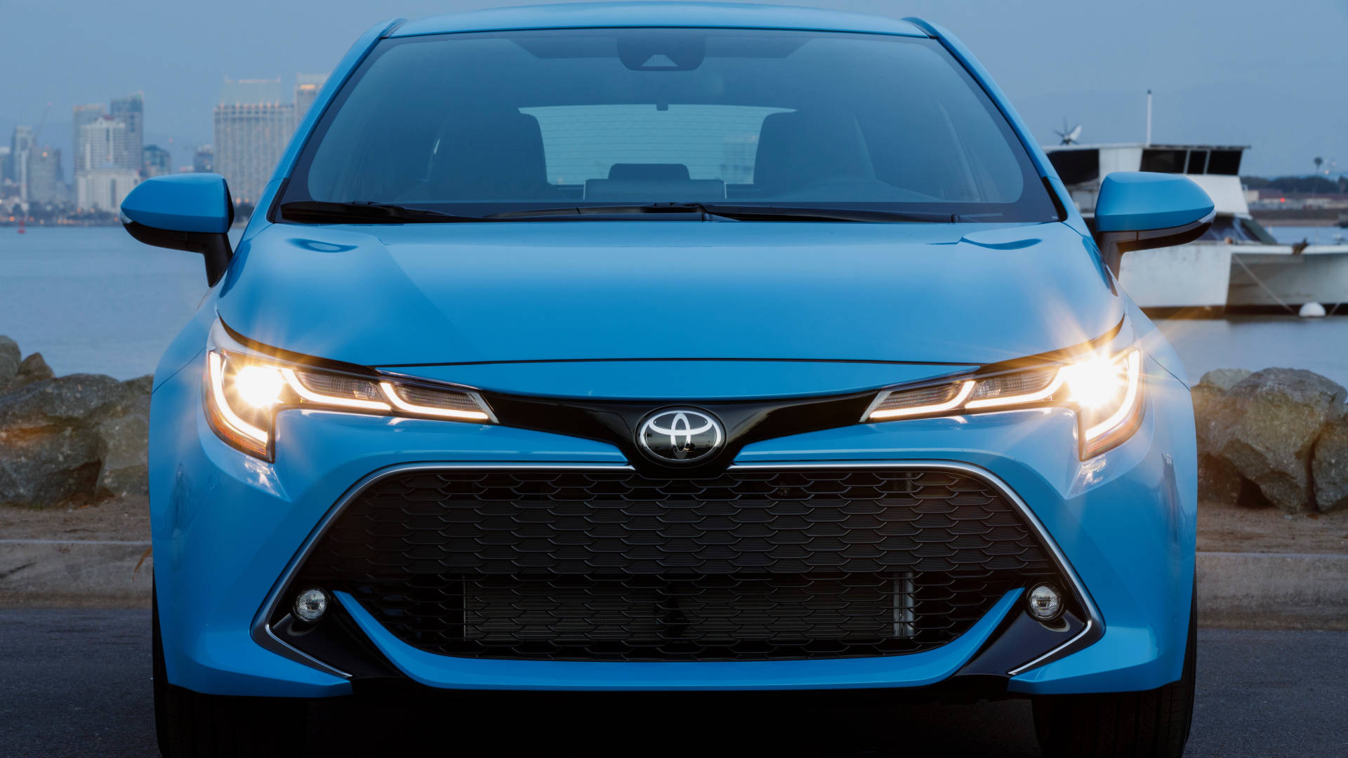 2019 Toyota Corolla blue front