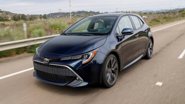 2019 Toyota Corolla navy front 3/4