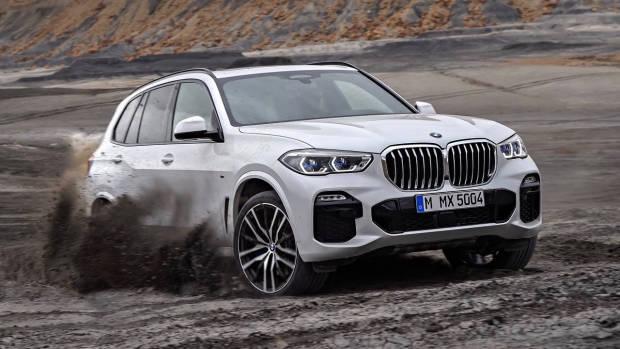 2019 BMW X5 M Sport white front 3/4 dirt