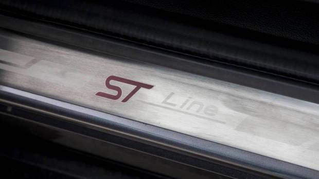 MY18.5 Ford Escape ST-Line scuff plate