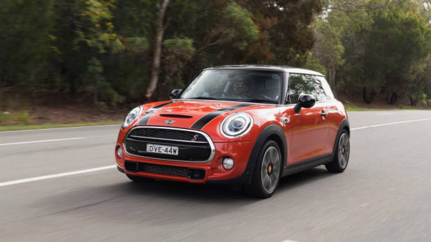 2018 MINI Cooper S 3-door Solaris Orange front 3/4 moving