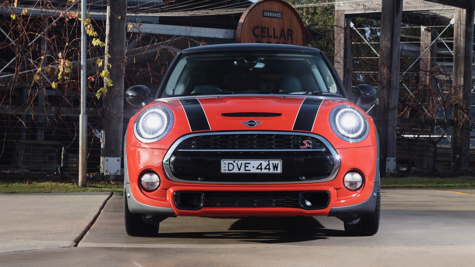 2018 MINI Cooper S 3-door Solaris Orange front