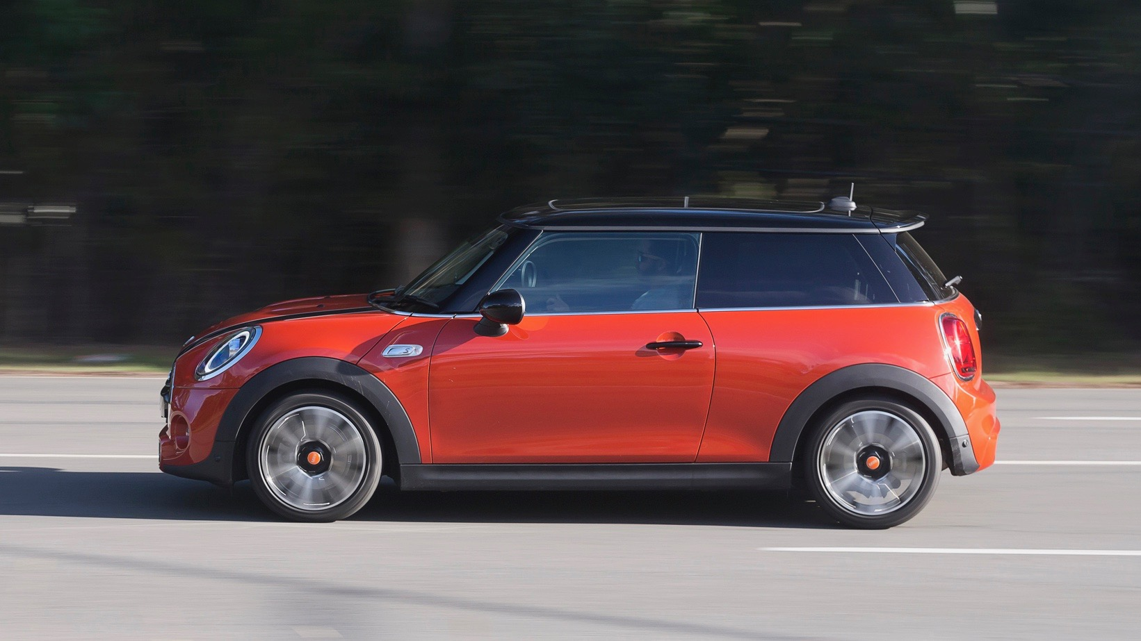 2018 MINI Cooper S 3-door Solaris Orange side moving