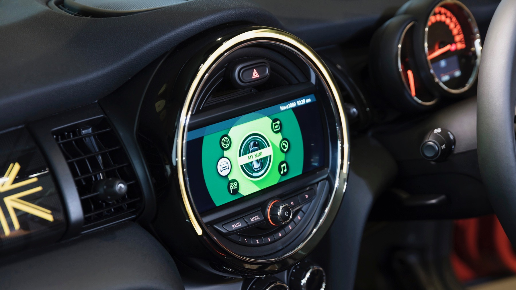 2018 MINI Cooper S infotainment