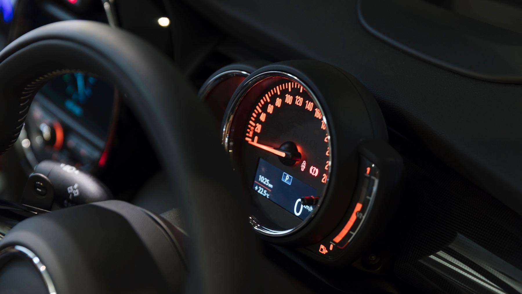 2018 MINI Cooper S speedometer
