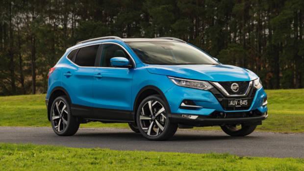2018 Nissan Qashqai Ti blue front 3/4