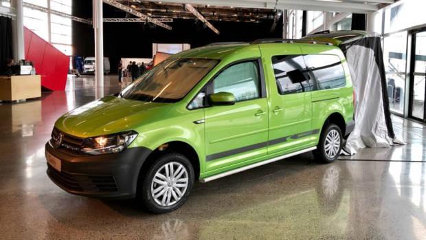 2018 Volkswagen Caddy Beach Viper Green Side