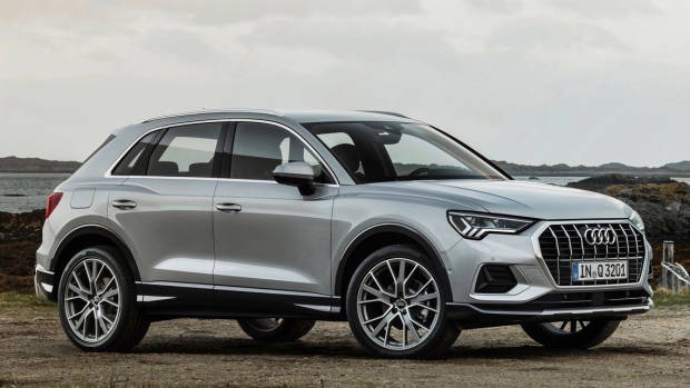 2019 Audi Q3 silver front 3/4 static