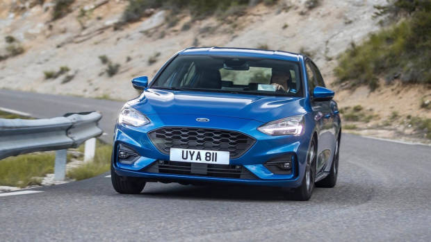 2019 Ford Focus ST-Line hatch front 3/4 driving