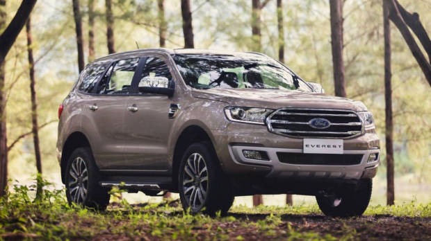 2019 Ford Everest Titanium gold front 3/4 forest