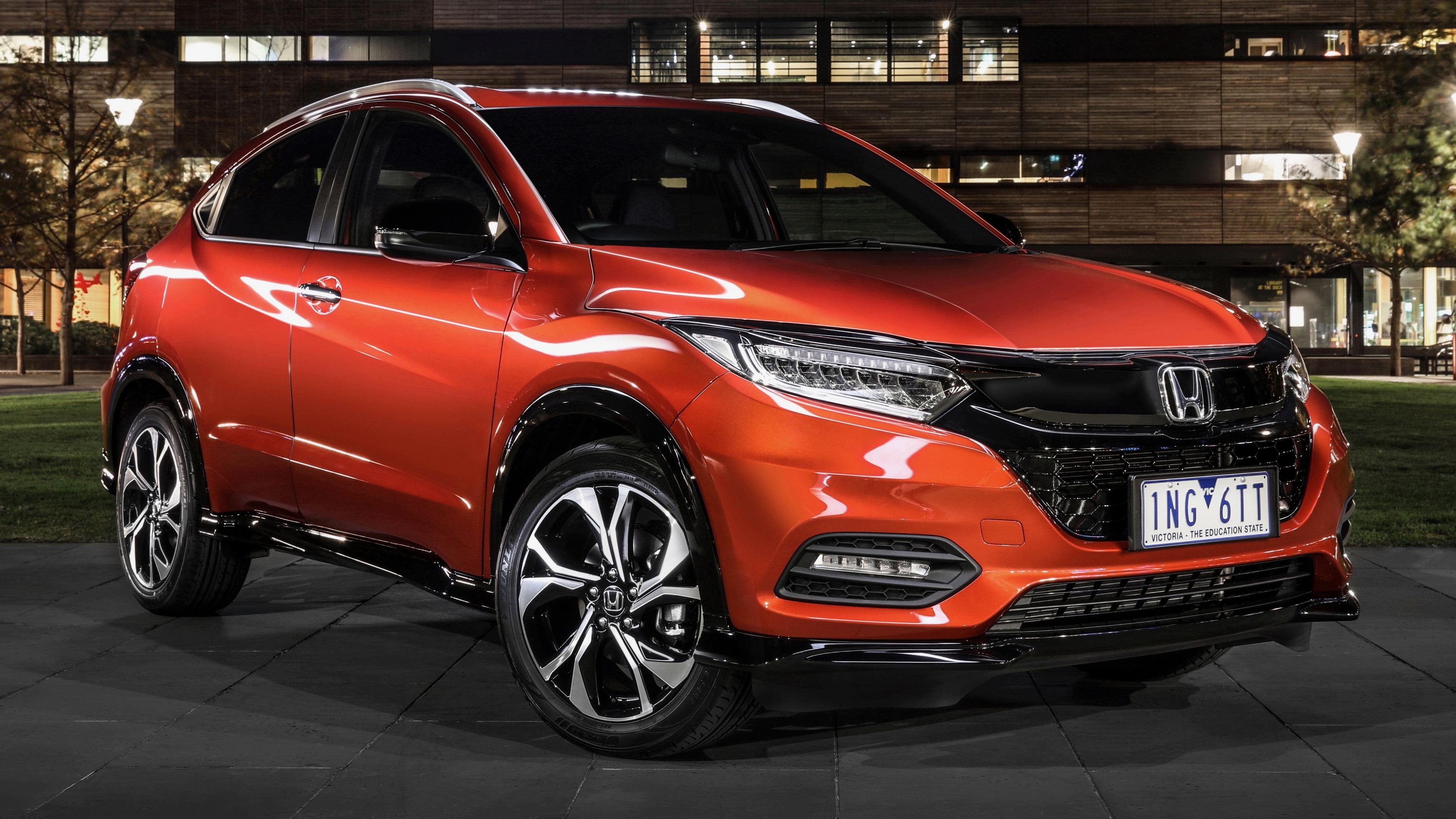 2019 Honda HR-V RS Phoenix Orange front 3/4