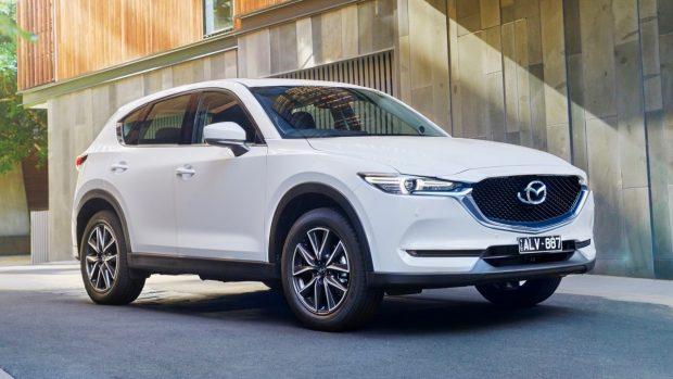 2019 Mazda CX-5 Akera white front