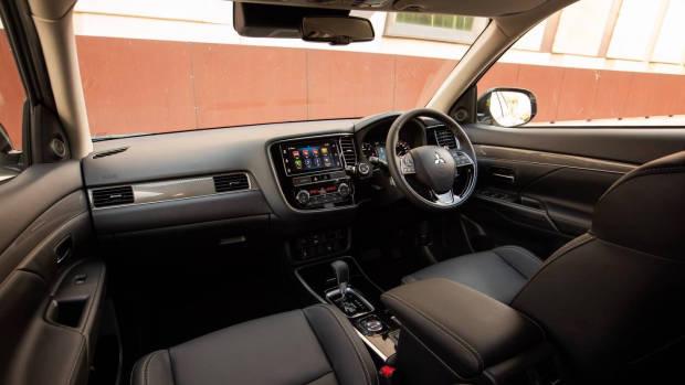 2019 Mitsubishi Outlander front cabin