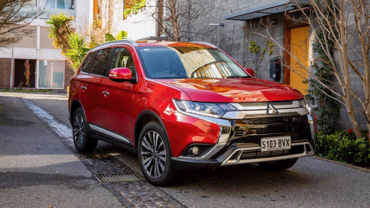 2019 Mitsubishi Outlander red front 3/4
