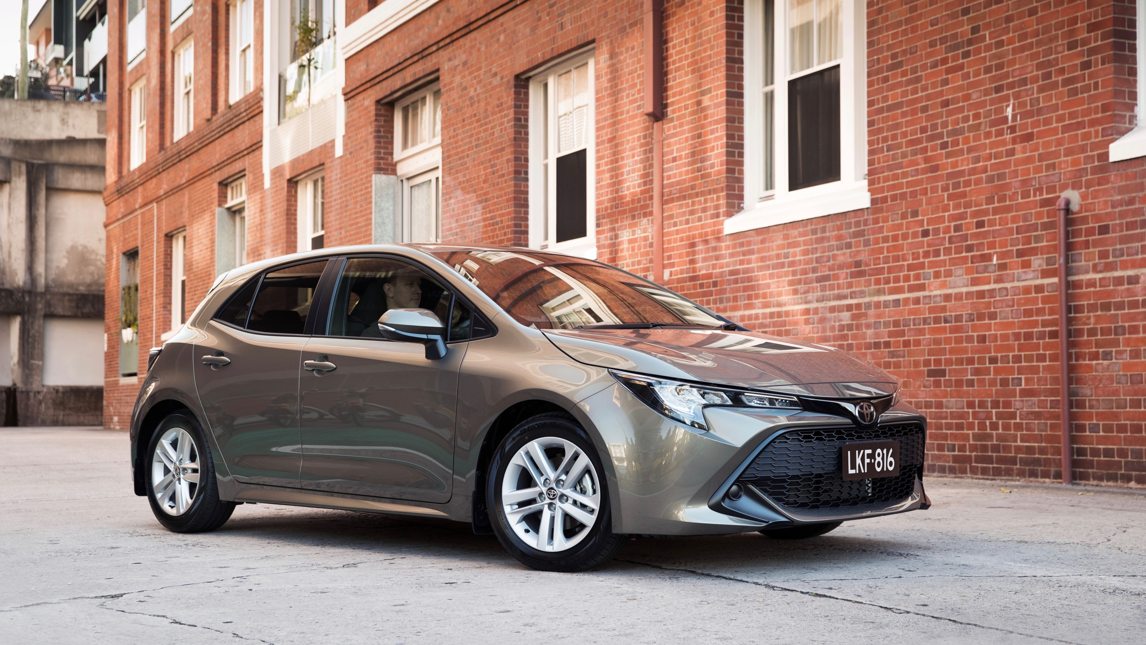 2019 Toyota Corolla Ascent Sport grey front 3/4