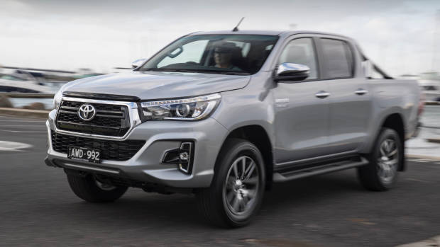 2019 Toyota HiLux SR5 silver front 3/4 detail