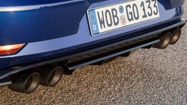 2019-Volkswagen-Golf-R-Akrapovic-exhaust-tips