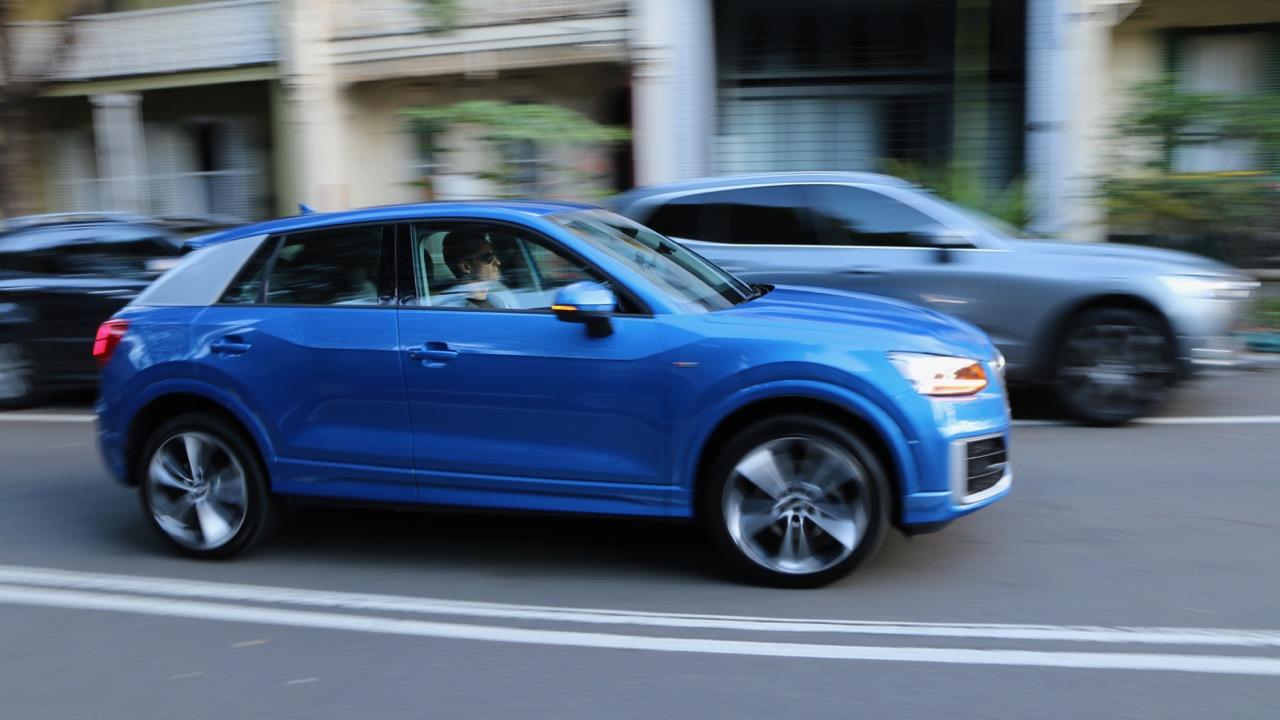 Audi Q2 sport Ara Blue profile driving
